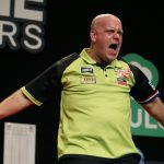 Michael van Gerwen maakt Michael Smith in